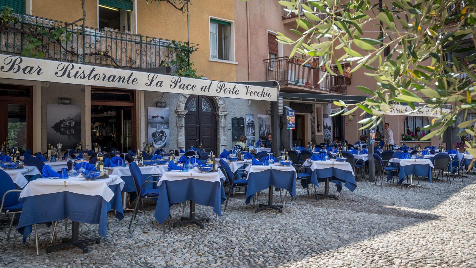 Bar Pizzeria Ristorante La Pace Malcesine al porto vecchio di Malcesine con plateatico all'aperto