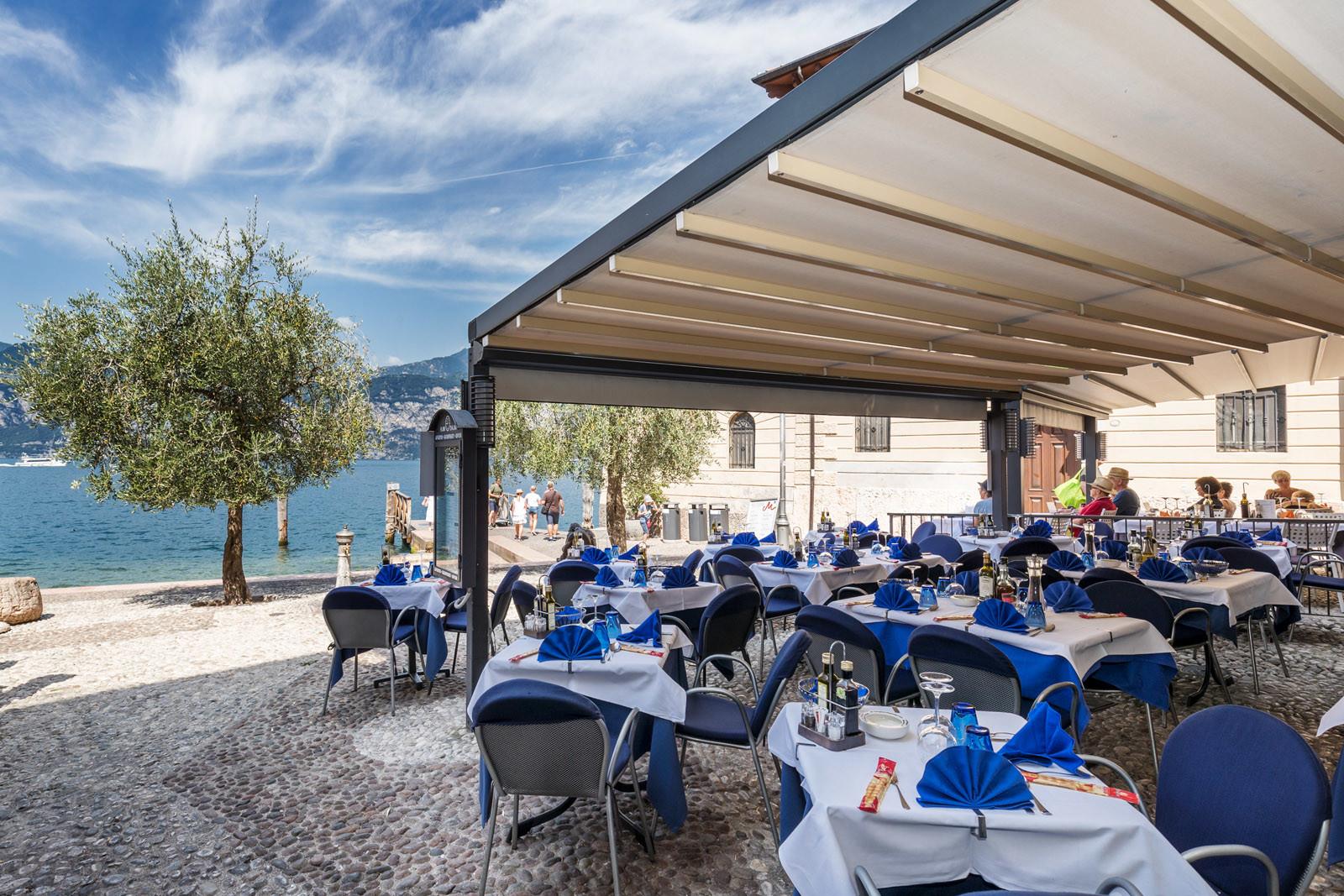 Ristorante pizzeria vista lago al porto vecchio di for Cabine spartiacque vista lago fontana