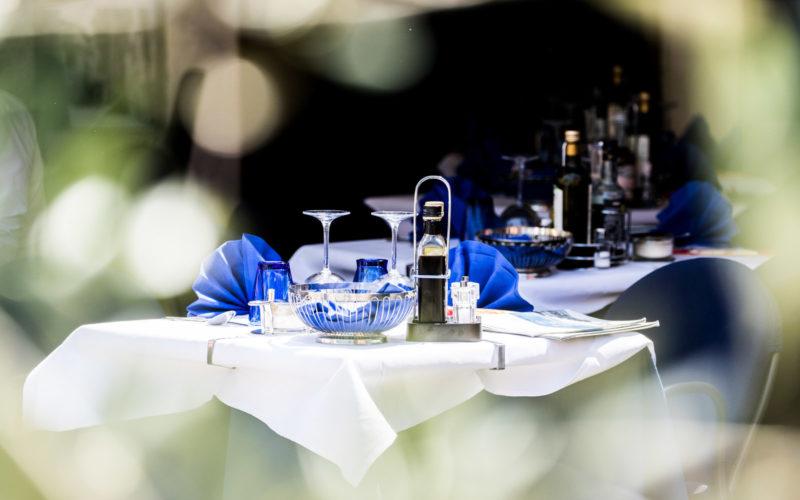 dettaglio del tavolo del bar ristorante pizzeria la pace di Malcesine