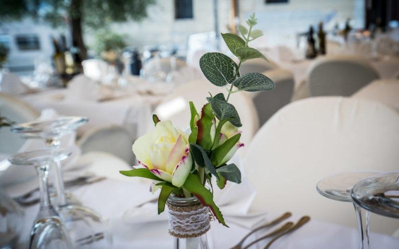 Decorazione di un tavolo matrimoniale